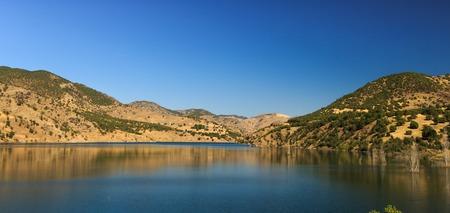 výhled na jezero a hory Reklamní fotografie