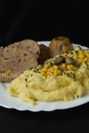 stuffed with pork meat loaf mashed potatoes vertical view Reklamní fotografie - 71223375