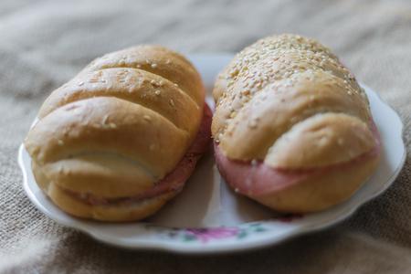 buns on the plate Reklamní fotografie