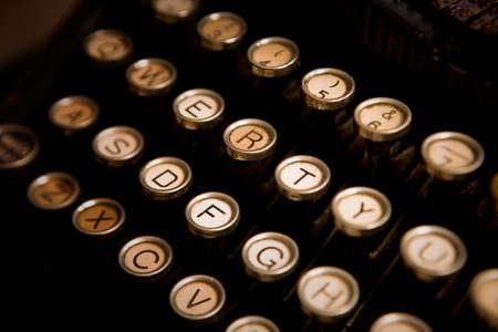 Keyboard of a vintage typewriter underwood in close up  版權商用圖片