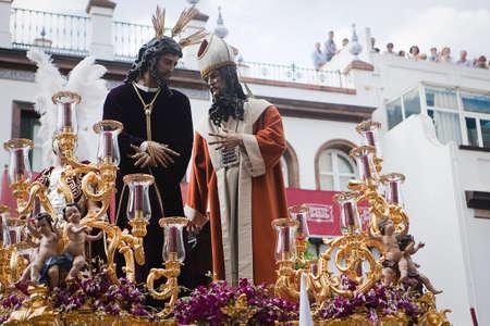 fraternidad: San Gonzalo hermandad en el barrio de Triana en procesi�n de Pascua el Lunes Santo, Sevilla, Andaluc�a, Espa�a Foto de archivo
