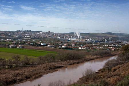 industrial park: Panorama di Mengibar e parco industriale, il Guadalquivir al suo passo lungo la provincia di Jaen, Spagna