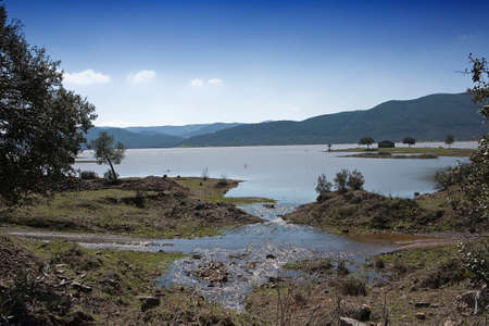 nuevo: Panoramic view of the Puente Nuevo reservoir at full capacity