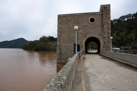 of homage: Reservoir undulant, tower similar to the tower of homage of a medieval castle, Jean, Spain