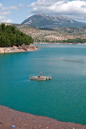 confederation: E 'stato inaugurato il 3 giugno 1969, e appartiene alla Guadalquivir Confederazione idrografica Il principale affluente del fiume Guadalquivir, il Genil, diventa Iznjar nel pi� grande palude in Andalusia