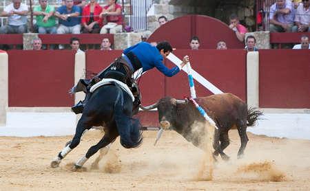 braveness: Antonio Manzanares, bullfighter on horseback spanish, Ubeda, Jaen province, Spain, 29 september 2011 Editorial