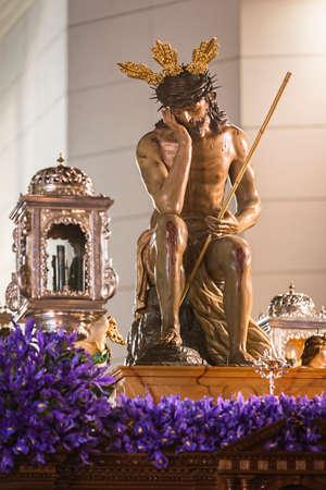 humildad: Linares, provincia de Jaen, ESPA�A - 16 de marzo 2014 Nuestro Padre Jes�s de la humildad, la Representa el momento despu�s de la flagelaci�n y la burla por la guardia romana en el patio de la fortaleza Antonia, en Jerusal�n