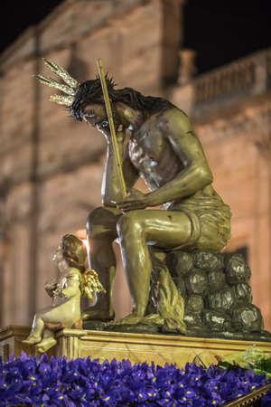 humility: Linares, provincia Jaen, Spagna - 15 marzo 2014 Padre Nostro Ges� di umilt�, esso rappresenta il momento dopo la flagellazione e derisione dalla guardia romana nel cortile della fortezza Antonia a Gerusalemme Si evidenzia il suo atteggiamento esaltato con la sua ri