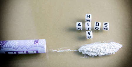 define: ticket for 500 euros coiled along with cocaine, two words define this addiction, AIDS and HIV