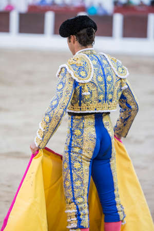 el fandi: Linares, Spain - August 28, 2014: The Spanish Bullfighter El Fandi bullfighting with the crutch in the Bullring of Linares, Spain