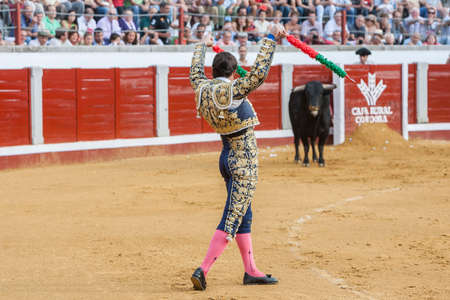 el fandi: Pozoblanco, Spain - September 23, 2011: The Spanish Bullfighter David Fandila El Fandi with flags in each hand, classic of the taurine art movement in the Bullring of Linares, Spain