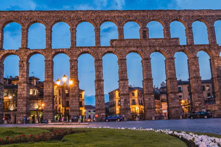 castilla: Partial view of the Roman aqueduct located in the city of Segovia at night , Unesco World Heritage Site, Spain