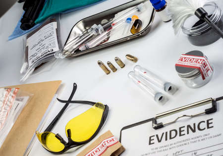 Police record along with some forensic evidence of murder at Laboratorio forensic equipment, conceptual image Stock Photo