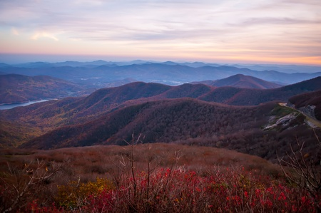 View of the Blue Ridge Mountains during fall season from parkway 版權商用圖片