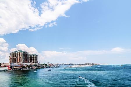 デスティン フロリダ オカルーサ島付近で透き通った水 写真素材