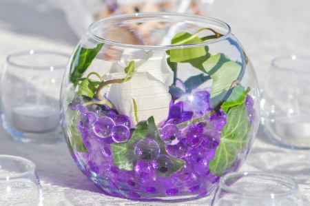 decor: wedding table decor with purple marbles and white rose