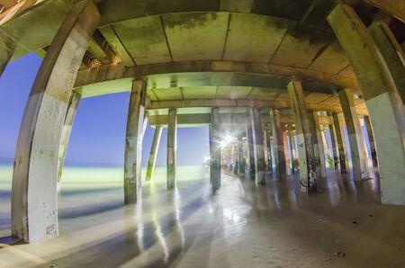 nags: medianoche en Nags Head Pier y la playa escenas