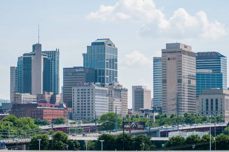 Nashville, Tennessee downtown skyline and streets 新闻类图片