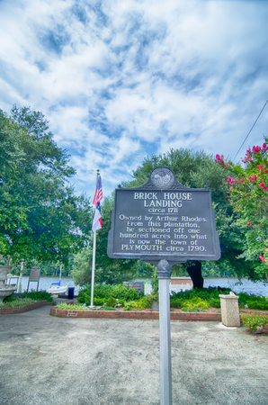 largest tree: plymouth town north carolina street scenes Editorial