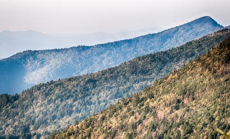 smokies: Las capas simples de los Smokies al atardecer - Smoky Mountain Nat. Park, EE.UU..