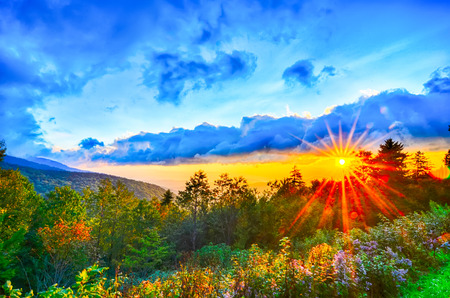 ブルーリッジパークウェイ晩夏アパラチア山脈日没西部ノースカロライナ州の風光明媚な風景の休暇の目的地