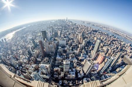 ニューヨーク市マンハッタンのスカイラインの空中
