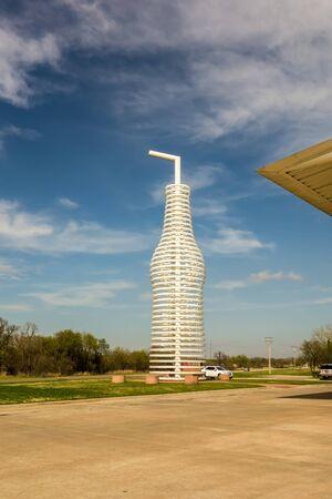 soda pops: giant landmark of a soda pops monument in arcadia oklahoma