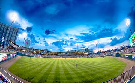 ballpark: charlotte carolina del norte horizonte de la ciudad del estadio bbt