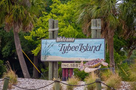 tybee island: tybee island welcome greeting sign