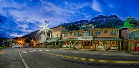 town of chimney rock in north carolina near lake lure 報道画像