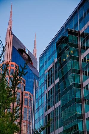 tennesse: horizonte de la ciudad y de la calle escenas de Nashville Tennessee Editorial