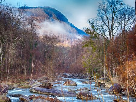 nature around lake lure chimney rock and broad river north carolinaa 版權商用圖片 - 52092181