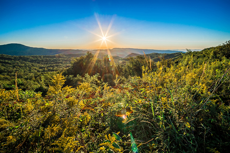 braune Sonnenaufgang am Berg von Route 181 North Carolina übersehen Standard-Bild