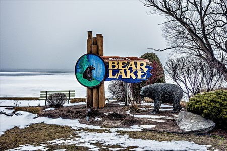 michigan snow: bear lake michigan frozen in spring month of march