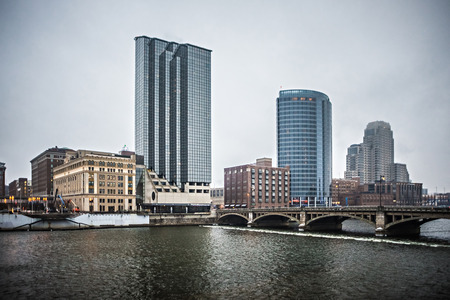 grand rapids michigan city skyline and street scenes 新聞圖片