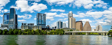 青空とオースティン テキサス スカイラインのダウンタウン ビュー 写真素材
