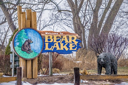 frozen lake: bear lake michigan welcome park sign in march 2017