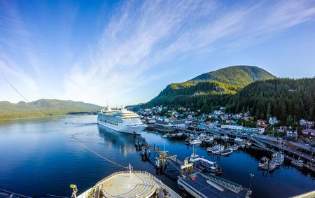 Am frühen Morgen in Ketchikan Alaska Port Standard-Bild - 83227413