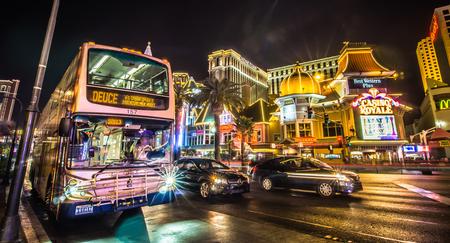 las vegas nevada city skyline and vegas strip at night 新聞圖片