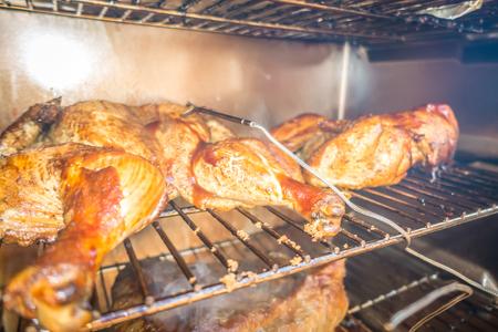 whole chicken smoked in electric bbq smoker Foto de archivo
