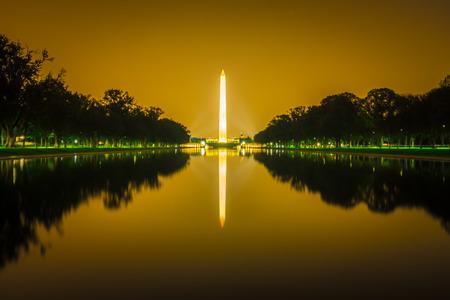 washington memorial tower reflecting in reflective pool at sunset Stok Fotoğraf