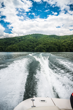 boating and camping on lake jocassee in upstate south carolina 免版税图像