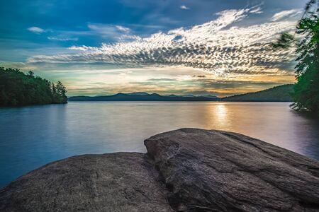 sunrise on lake jocassee south carolina Zdjęcie Seryjne - 127800696