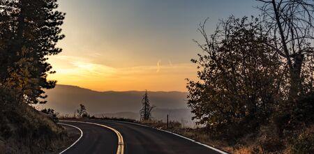 road through yosemite national park early morning Zdjęcie Seryjne