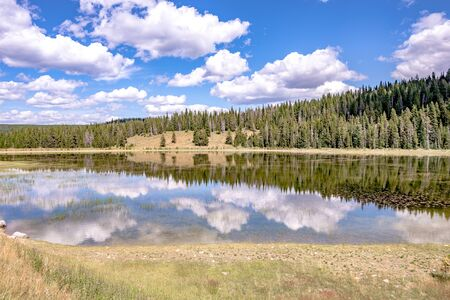 divide lake on gallatin road 191 in wyoming on west entrance to yellowstone national park Zdjęcie Seryjne