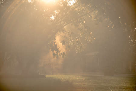 sunny rays breaking thru after rain in the neighborhood 版權商用圖片 - 153310028