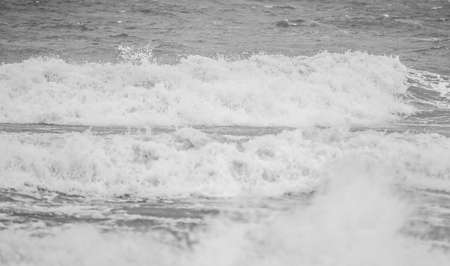 driving 4x4 on fort fisher park beach in north carolina 版權商用圖片 - 153170234