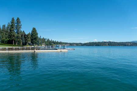 boating and exploring at hayden lake in idaho state near spokane washington 版權商用圖片 - 153311460