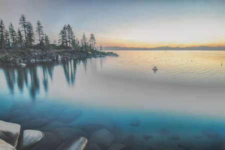 beautiful sierra scenery at lake tahoe california 版權商用圖片