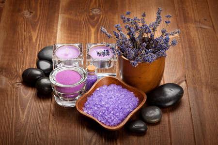 Spa y bienestar - minerales de aromaterapia y piedras calientes